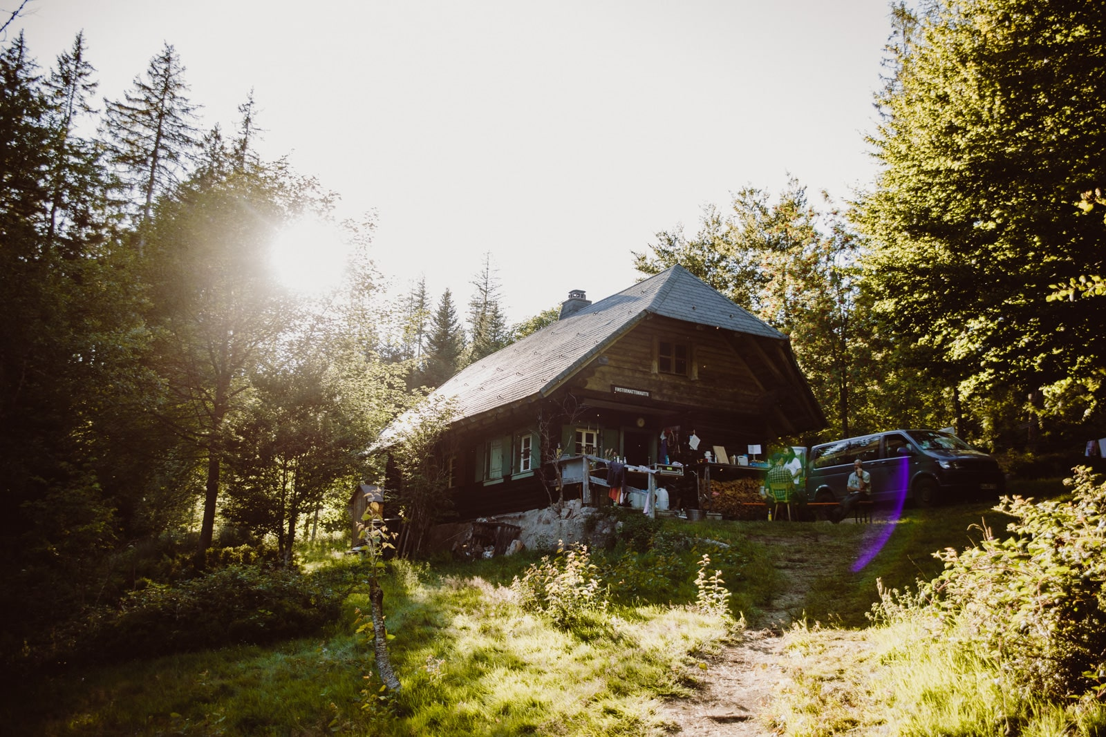 Finstermattenhütte in Triberg, Schonach im Schwarzwald in der Abendsonne
